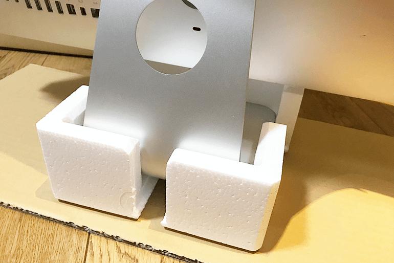 iMacの足を付属のパーツを加工して固定