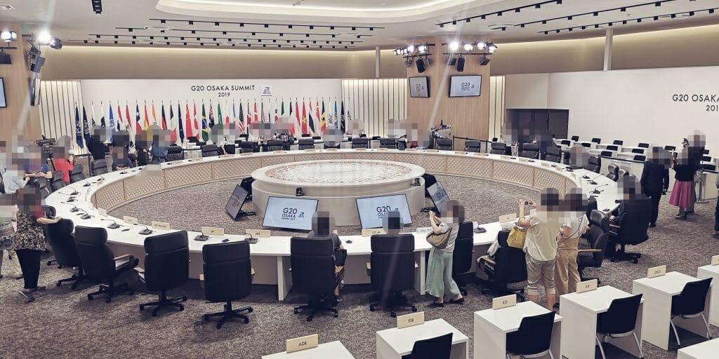 首脳会議場2階左側からの光景