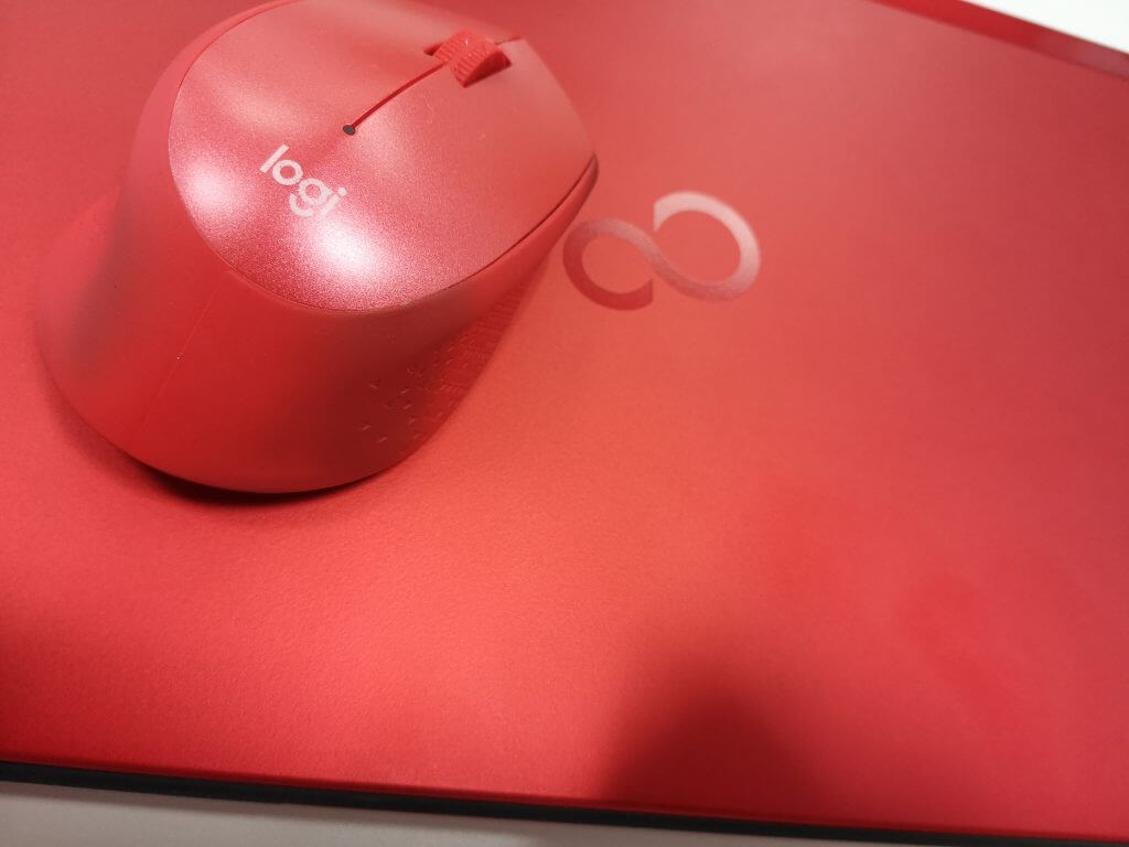 Logicool M331 SILENT PLUSとパソコンの色比較