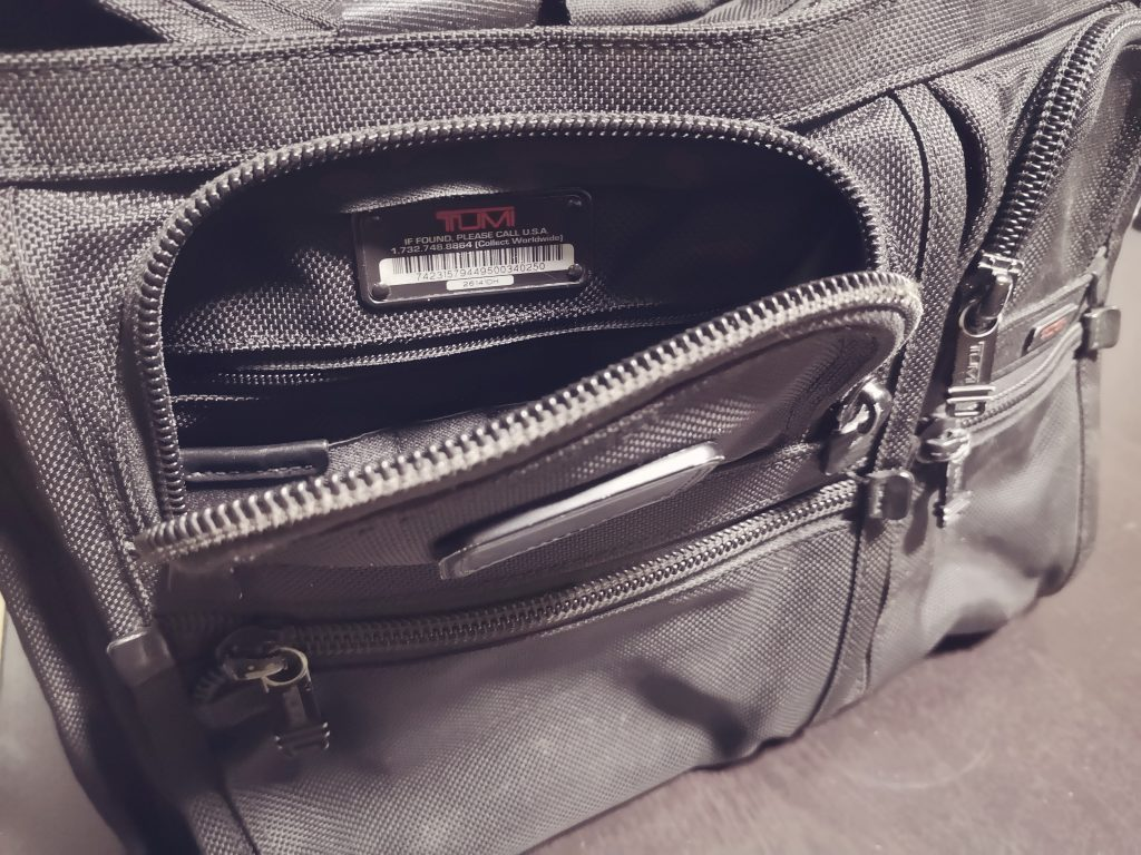 TUMI ALPHA BUSINESS 26141DHの収納ポケット