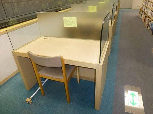大阪府立中央図書館の1人自習席