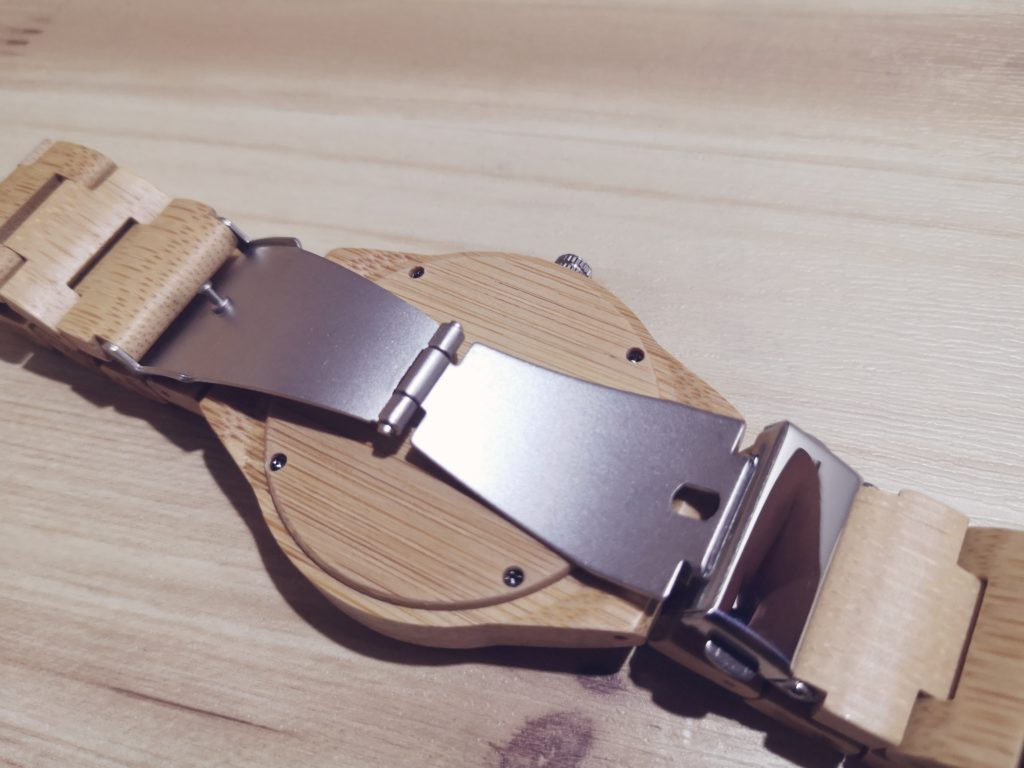 BOBOBIRD腕時計のバックル開閉