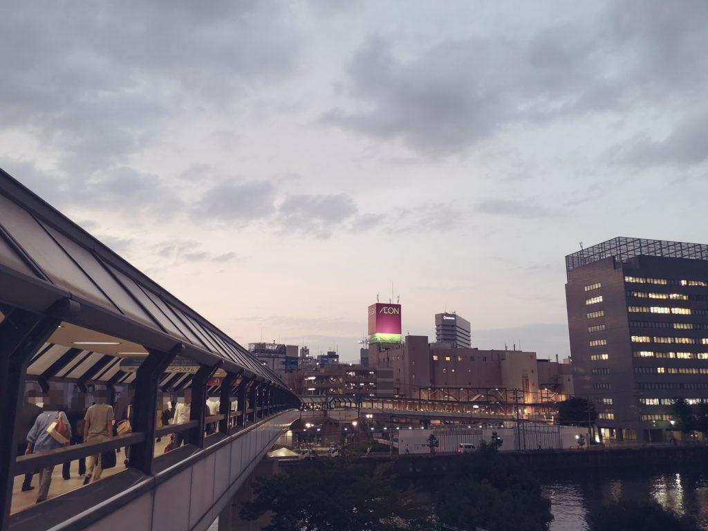 ペデストリアンデッキ南側から眺めるイオン京橋店
