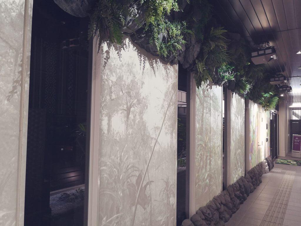 変なホテル博多の壁面投影